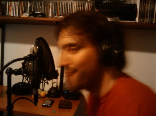 Aquí estoy yo, poniendo cara de ganso, en una grabación en la casa del Juan Franco.