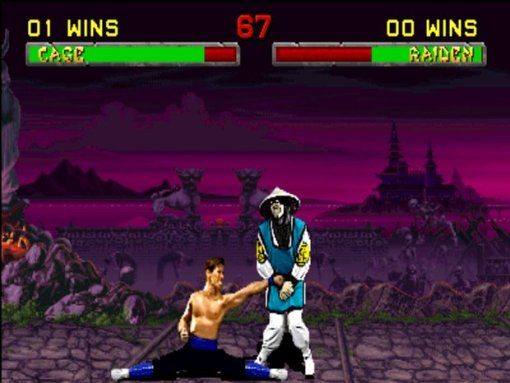 Johnny Cage conectando un shot en las Tarlipes al farsante de Raiden, se lo merecía.